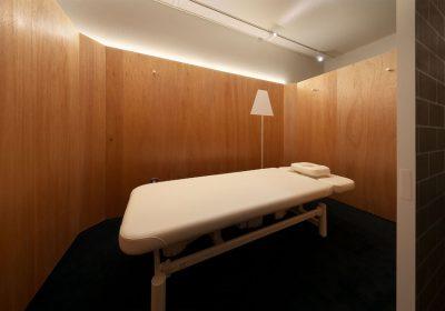 大阪市本町にあるFoot Cure Factory(鍼灸院)の設計デザインはイレブンナインがデザインいたしました。