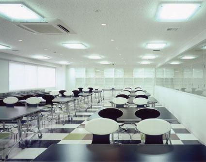 福岡ベルエポック美容専門学校の3階・4階・5階は、イレブンナインがデザインいたしました。大阪・兵庫・神戸・京都・滋賀・和歌山、関西中心に、内外装建築の店舗デザイン・店舗設計・住宅建築・リフォーム・リノベーションなどのデザインをしています。