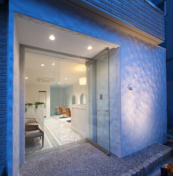 神戸元町にある美容室のLuiの設計デザインはイレブンナインがデザインいたしました。大阪・兵庫・神戸・京都・滋賀・和歌山、関西中心に、内外装建築の店舗デザイン・店舗設計・住宅建築・リフォーム・リノベーションなどのデザインをしています。