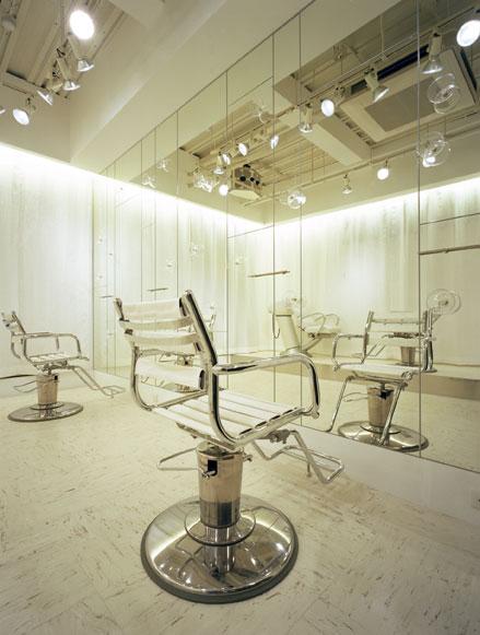 兵庫県神戸市にあるdaz'zWATERFALLは、イレブンナインがデザインしました。大阪・兵庫・神戸・京都・滋賀・和歌山、関西中心に、内外装建築の店舗デザイン・店舗設計・住宅建築・リフォーム・リノベーションなどのデザインをしています。