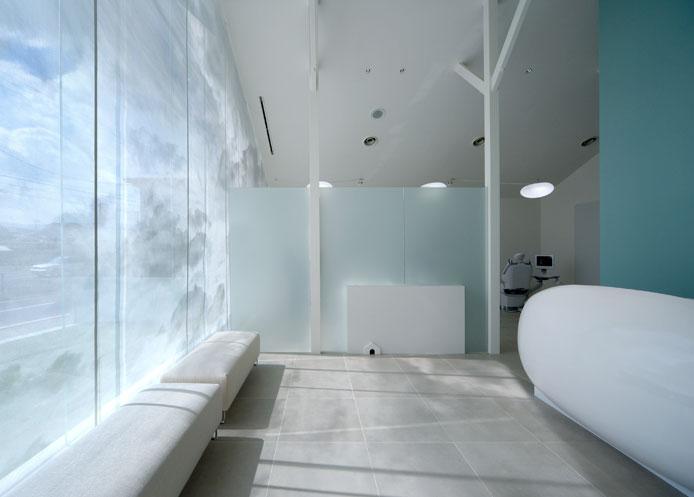 大阪府河内長野市にある廣瀬歯科診療所は、イレブンナインがデザインしました。JCDデザインアワード2008金賞を受賞いたしました。大阪・兵庫・神戸・京都・滋賀・和歌山、関西中心に、内外装建築の店舗デザイン・店舗設計・住宅建築・リフォーム・リノベーションなどのデザインをしています。