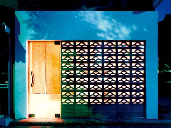 兵庫県西宮市東鳴尾町にある沖縄家庭料理いかぱんたこぱんは、イレブンナインがデザインしました。大阪・兵庫・神戸・京都・滋賀・和歌山、関西中心に、内外装建築の店舗デザイン・店舗設計・住宅建築・リフォーム・リノベーションなどのデザインをしています。
