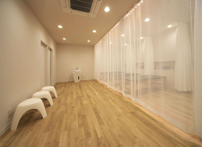 和歌山県和歌山市にある自然整骨院は、イレブンナインがデザインしました。JCDデザインアワード2009 BEST100入選いたしました。大阪・兵庫・神戸・京都・滋賀・和歌山、関西中心に、内外装建築の店舗デザイン・店舗設計・住宅建築・リフォーム・リノベーションなどのデザインをしています。